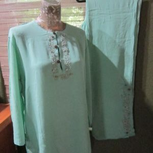 NWT TWO PIECE MINT GREEN OUTFIT!